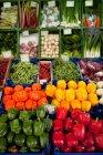 Різні перці і овочі, зображений на Маркет стріт — стокове фото