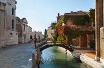 View of Bridge over urban canal, venice, italy — Stock Photo