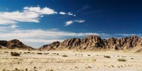 Montanhas na paisagem do deserto — Fotografia de Stock