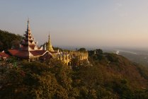 Scenic view of Burma, Mandalay Hill, temples — Stock Photo
