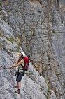 Female climber on via ferrata Che Guevara, Monte Casale, Trentino, Italy — Photo de stock