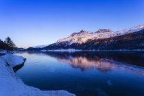 Vista panorámica del paisaje de invierno, Valle de la Engadina, Suiza - foto de stock