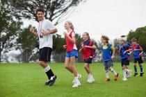 Тренерская подготовка детей на местах — стоковое фото