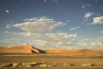 Gigante Duna de areia no deserto do Namibe — Fotografia de Stock