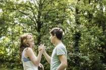 Young couple holding hands in park — Stock Photo