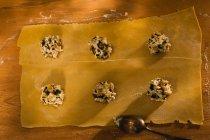 Pasta ravioli con ripieno, processo di cottura — Foto stock