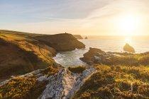 Scogliere e oceano, Boscastle, Cornovaglia, Regno Unito — Foto stock