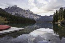 Scenic view of Emerald Lake, Yoho National Park, Field, British Columbia, Canada — Stock Photo