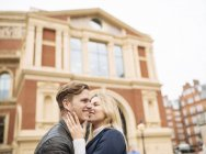 Romantic young couple outside Albert Hall, London, England, UK — Stock Photo