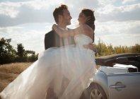 Наречена наречений балансова нареченої на відкритому повітрі — стокове фото