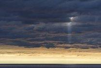 Живописный вид Cloudscape в сумерках, Snaefellsnes, Исландия — стоковое фото