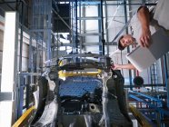 Car Plant Worker and Car From Below — Stock Photo