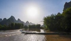 Yu Long river and Karst Mountains, Guangxi, China — Stock Photo