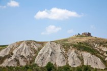 Rovine di pietra sulla collina rocciosa — Foto stock