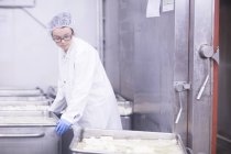Factory worker working in food production factory — Stock Photo