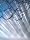 Plan rapproché de la pipette dans le tube à essai — Photo de stock