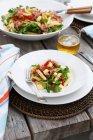 Pasta con pomodori e salame — Foto stock