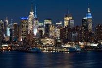 Manhattan Blick in der Nacht — Stockfoto