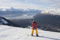 Young woman on snowboard, Girdwood, Anchorage, Alaska — Stock Photo
