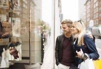 Young couple window shopping, London, England, UK — Stock Photo