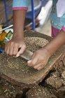 Female market traders hands grinding spices, Thamel, Kathmandu, Nepal — Stock Photo