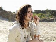 Woman enjoying beach, Roadknight, Victoria, Australia — Stock Photo