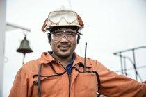 Porträt des Arbeitnehmers auf Öltanker — Stockfoto