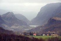 Vista delle montagne e valle nei pressi di Lysefjord — Foto stock