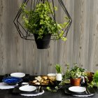 Набор кухонный стол с ломтики хлеба, свежей зеленью и зеленым луком — стоковое фото