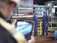 Инженеры токарного завода — стоковое фото