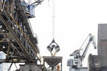 Crane grab transferring goods — Stock Photo