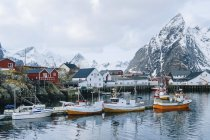 Reine fishing village with snow capped mountains, Norway — Stock Photo