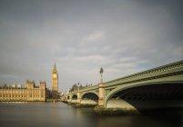 Vista del fiume Tamigi, Ponte di Westminster e Palazzo di Westminster, Londra, Regno Unito — Foto stock