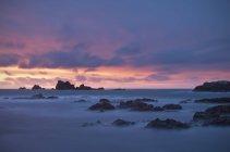 Coucher de soleil spectaculaire au Lands End, Cornwall — Photo de stock