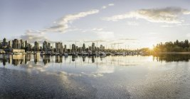 Marina and city skyline at sunset, Vancouver, Canada — Stock Photo