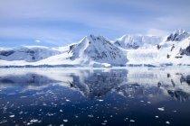 Гарний вигляд Вільгельміна Bay та засніжених гір, Антарктида — стокове фото