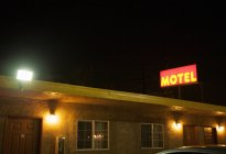 Motel with neon sign at night, los angeles, united states of america — Stock Photo