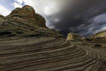 Pedras de bolso branco e céu nublado, planalto de Paria, Arizona, EUA — Fotografia de Stock