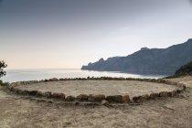 Круг скал на пляже, Жиролата, Корсика, Франция — стоковое фото
