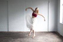 Front view of Dancer practicing in studio — Stock Photo