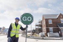 Baulehrling-Ausbildung mit Verkehrsmanagement auf Baustelle — Stockfoto