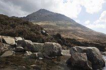 Scena di montagna, Piscine delle fate, Isola di Skye, Ebridi, Scozia — Foto stock