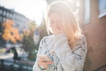 Woman amused with message on smartphone — Stock Photo