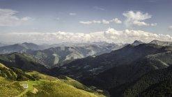 Вид на пейзаж, Сен-Мишель, Пиренеи, Франция — стоковое фото