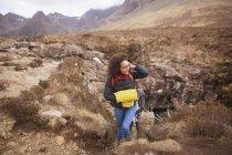 Середині дорослої жінки, Піші прогулянки, фея басейнів, острів Скай, Кречом, Марком Ніссеном — стокове фото