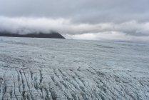 Bajo la nube en el glaciar de Skalafellsjokull, Islandia - foto de stock