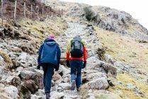Young couple hiking, rear view, Honister Slate Mine, Keswick, Lake District, Cumbria, United Kingdom — Stock Photo