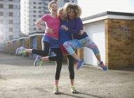 Портрет трёх женщин в спортивной одежде — стоковое фото