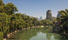 Притока Лі, Yangshuo, Гуансі-Чжуанський, Китай — стокове фото