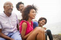 Vierköpfige Familie am Strand von Ipanema, Rio de Janeiro, Brasilien — Stockfoto